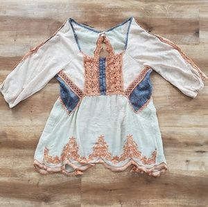 Gimmicks by BKE Boho Peasant Style Top
